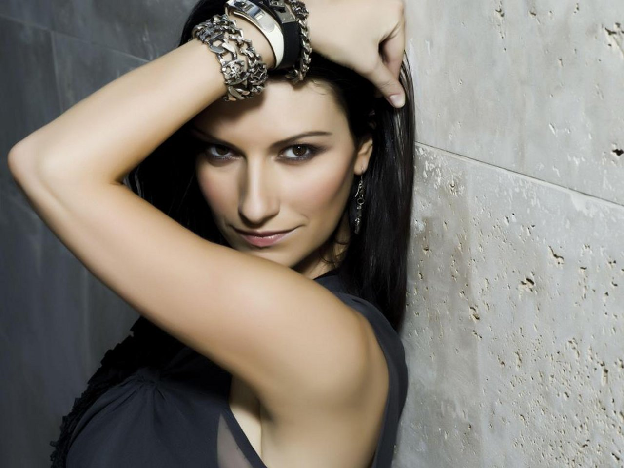 Laura Pausini  20 Anni Fa Vinceva A Sanremo Con    La Solitudine