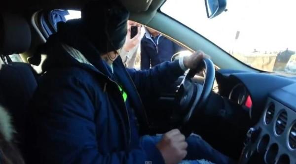 Roma: Nomadi a bordo di un'auto da set della polizia