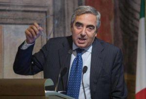 """Referendum Trivelle, Gasparri: """"Devo decidere se mi fa più schifo Renzi o i comunisti del sì"""""""