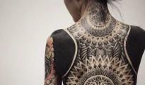 """Allarme per la salute: arriva anche in Italia la moda dei """"tatuaggi blackout"""""""