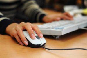Dipendente pubblico sospeso per un like su Facebook che nuoce all'immagine