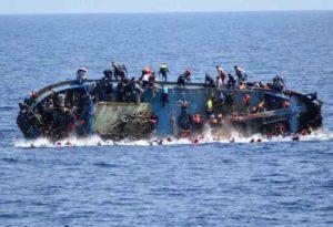 Migranti, ennesimo naufragio: barcone con 700 persone affonda al largo delle coste di Creta