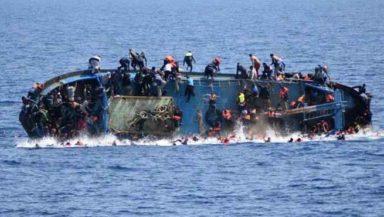 Migranti, ennesimo naufragio: barcone con 400 persone affonda al largo delle coste di Creta
