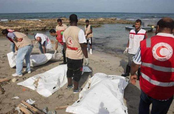 Orrore in Libia, trovati 41 migranti cadaveri su una spiaggia di Sabrata
