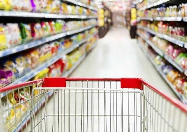 Crisi: aumenta il costo del carrello della spesa, italiani al risparmio