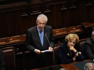 Monti in parlamento: Senza questo pacchetto l'Italia crollerà