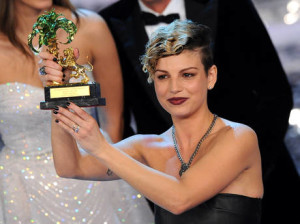 Emma-Marrone-vincitrice-Sanremo-2012-premio