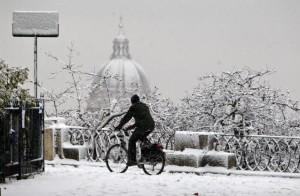 Maltempo: mezza Italia sotto la neve, Roma imbiancata