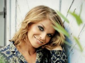 Alessandra Amoroso presenta il nuovo video Ti aspetto