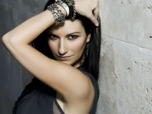 """Laura Pausini, 20 anni fa vinceva a Sanremo con """"La solitudine"""""""