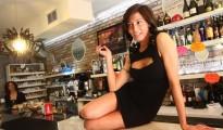Laura Maggi, la sexy barista più famosa d'Italia ha un nuovo locale