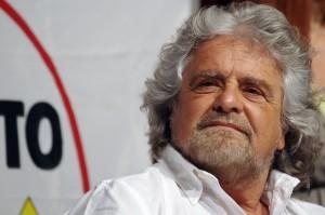 """Grillo da Bruxelles: """"Ci chiedono sacrifici ma loro spendono miliardi"""""""