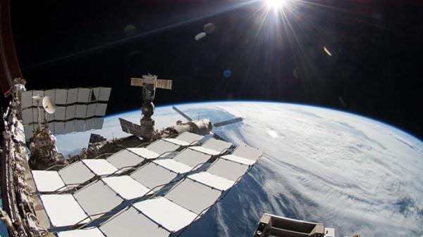 Prima passeggiata nello spazio per gli astronauti Usa dell'Iss