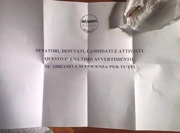 """M5S, Di Battista: """"Ci è arrivata una lettera con un proiettile"""""""
