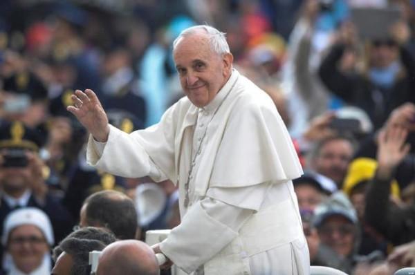 Papa Francesco a Regina Pacis: «Pregate per me, sono un po' malato»