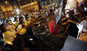 Hong Kong: ancora scontri tra manifestanti e polizia, 28 arresti