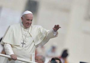 """Papa Francesco porta a Roma 12 migranti di cui 6 bambini: """"L'amore è un gesto concreto"""""""