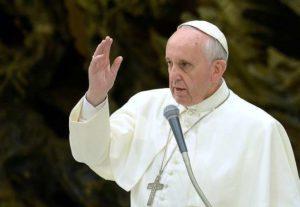 "Papa Francesco: ""Chi segue veggenti e cartomanti segue una strada diversa da Gesù"""